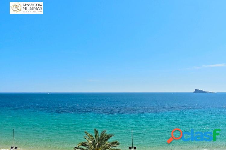 Piso en primera línea en una de las mejores zonas de benidorm, con maravillosas vistas al mar.