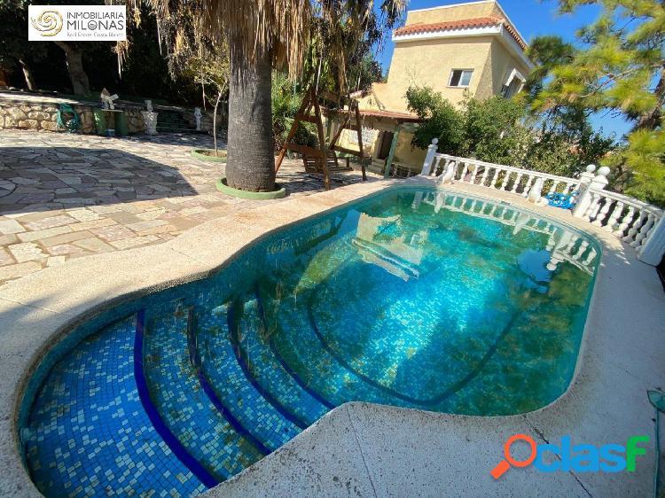 Chalet independiente en Urbanización Pinar de Garaita con piscina privada, jardín y arboles. 1
