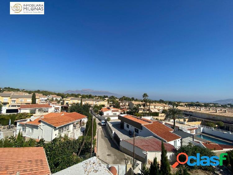 Chalet independiente en Urbanización Pinar de Garaita con piscina privada, jardín y arboles. 2