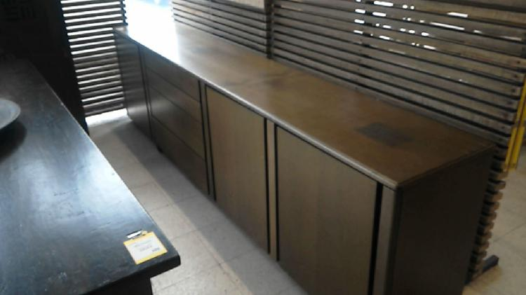 Compre la oportunidad de mueble bajo. 3 puertas 4 cajones
