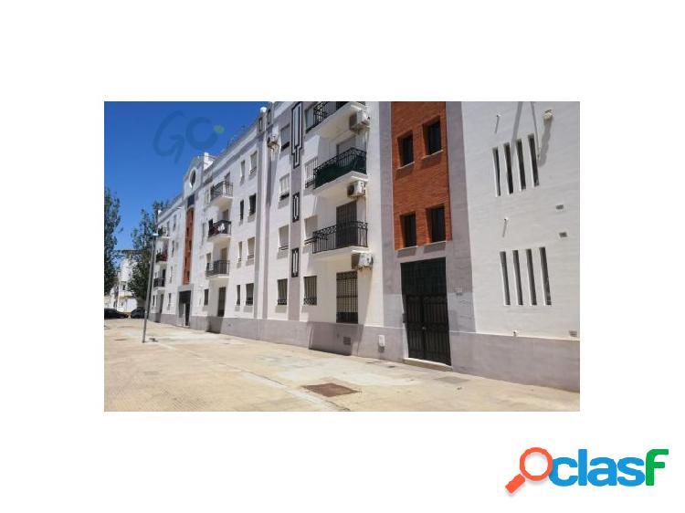Gc pone a la venta una vivienda en calle peatonal en el centro de la población de isla cristina, huelva frente al ayuntamiento.