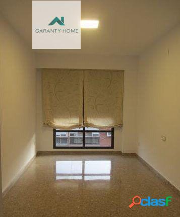 Se alquila piso en Centro de Valencia