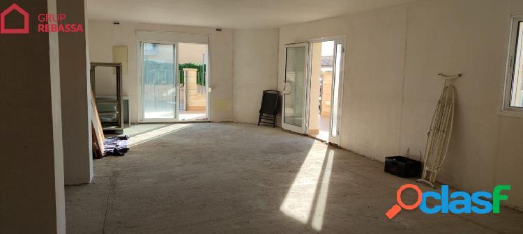 Se vende LOCAL COMERCIAL en el Pla de na Tesa. 86 m2 + 52 m2 de terraza (NO PUEDE SER VIVIENDA)IV 1