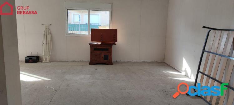 Se vende LOCAL COMERCIAL en el Pla de na Tesa. 86 m2 + 52 m2 de terraza (NO PUEDE SER VIVIENDA)IV 3