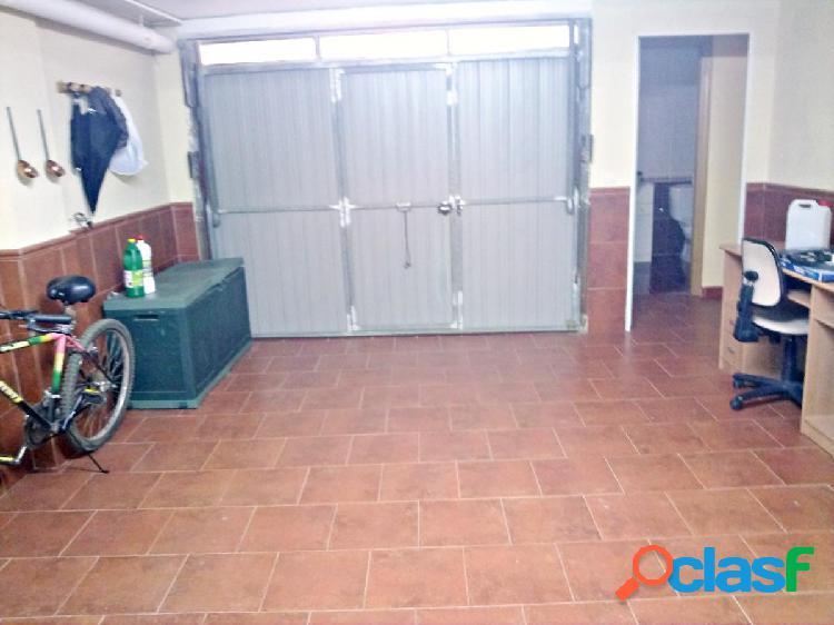 Vivienda de dos plantas de 3 dormitorios, con patio y garaje 1