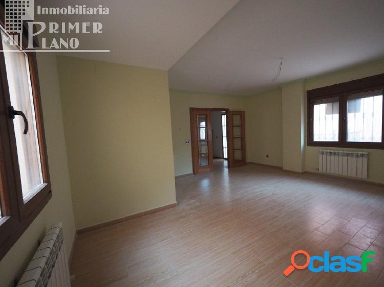 Se vende espectacular casa adosada a estrenar en zona Oriente / Juan Carlos I con patio y garaje. 2