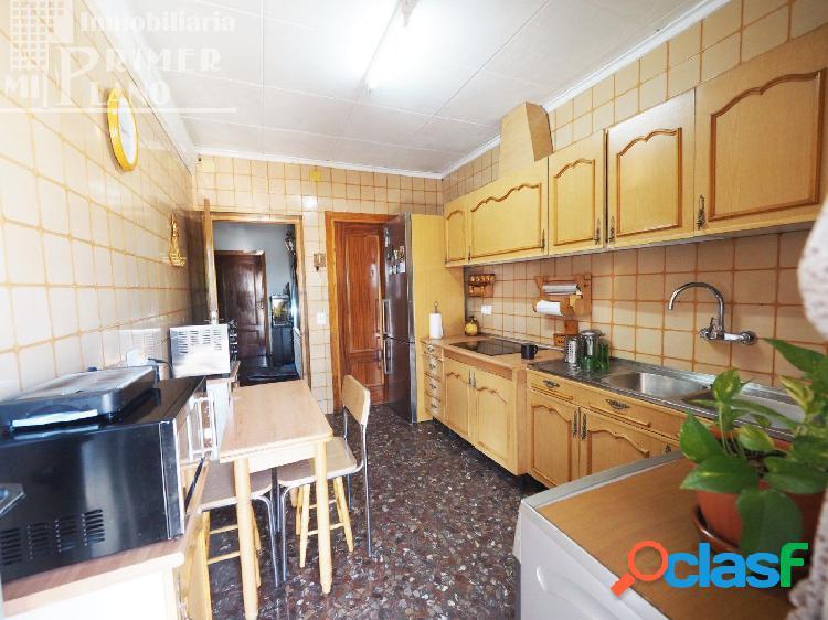 Se vende casa de 2 plantas en la zona de calle estacion con 6 dormitorios y amplio patio 3