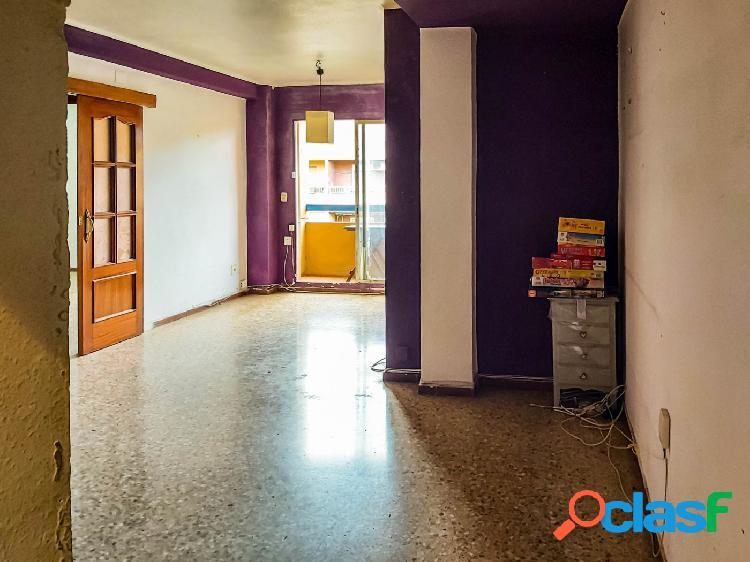 Vendo piso para reformar en la mejor ubicación de Benimaclet. 2