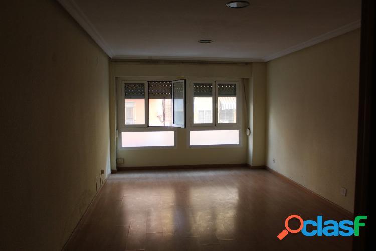 piso semi reformado zona plaza madrid 2