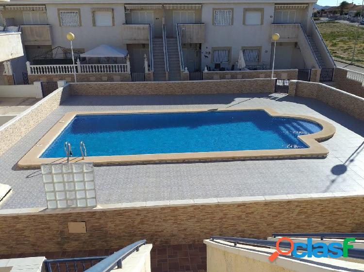 El alamillo: apartamento adosado en planta superior con piscina y a 300 m del mar.