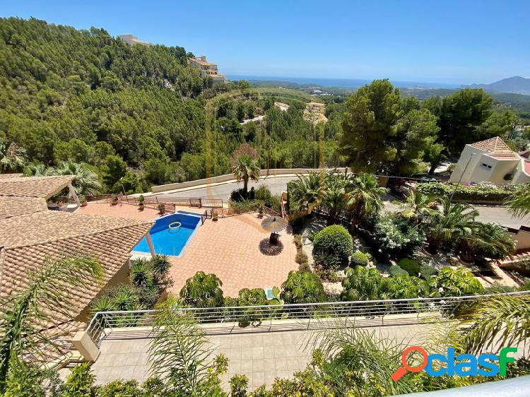 Lujosa ecológica villa ubicada en un enclave natural maravilloso