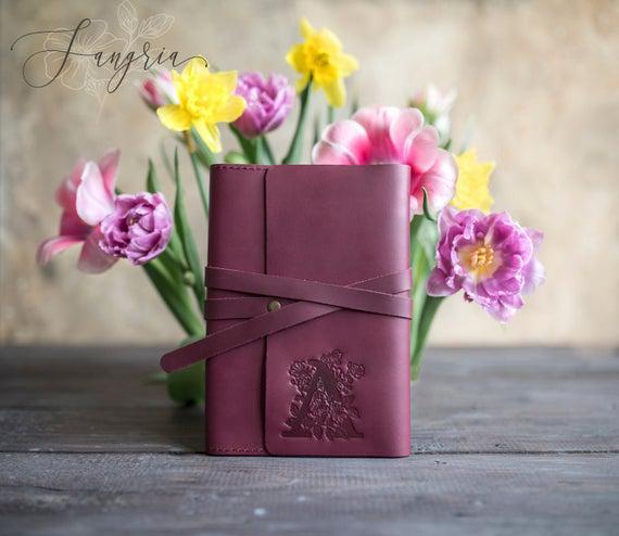 Diario de cuero inicial floral personalizado cuaderno de