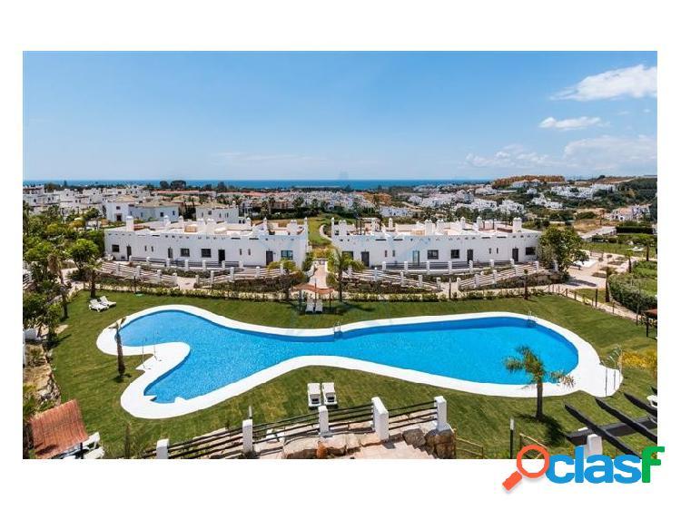 Precioso adosado con vistas al mar situado en La Resina Golf & Country Club, Estepona, Costa del Sol