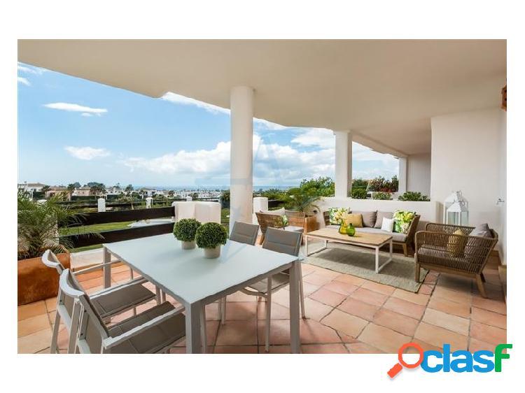 Precioso adosado con vistas al mar situado en La Resina Golf & Country Club, Estepona, Costa del Sol 2