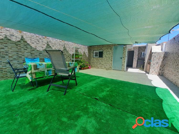 Sin ninguna comisión!! casa completamente reformada con una superficie construida de 130 m2 y una superficie de suelo de 62 m2 en zona calle caputxins