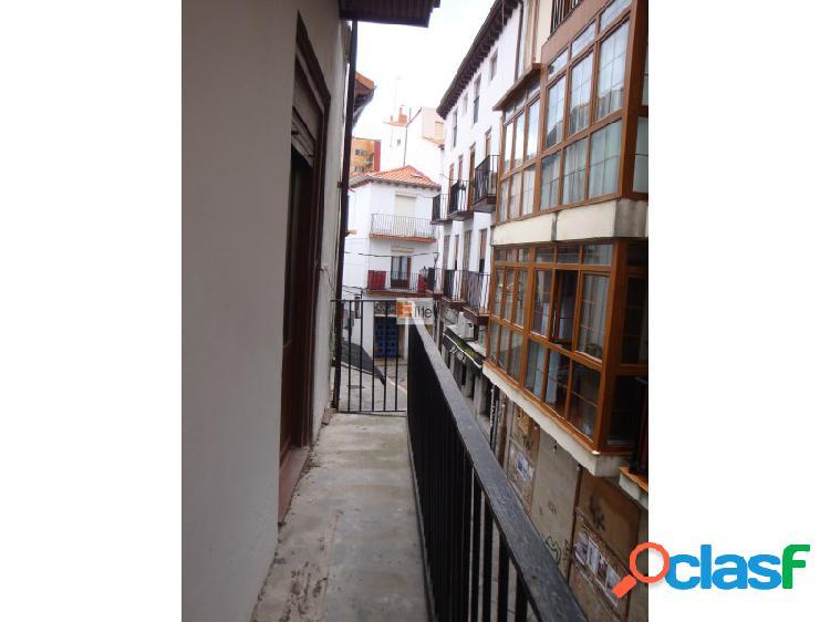 Elite inmobiliaria, vende piso en pleno centro de castro urdiales de unos 110 metros de 4 habitaciones.