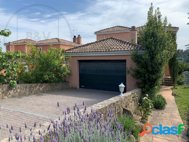Casa a cuatro vientos con jardín y piscina en el golf de girona - sant julià de ramis