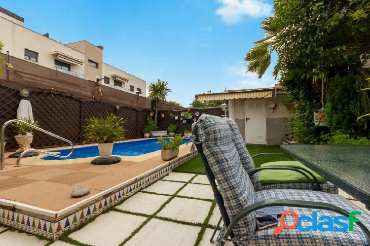 Casa pareada con 5 habitaciones, 3 baños, garaje, piscina y jardín en el casco urbano de Abrera 3