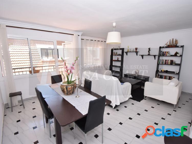 Piso de 3 dormitorios en alquiler de larga temporada en Los Boliches, Fuengirola.