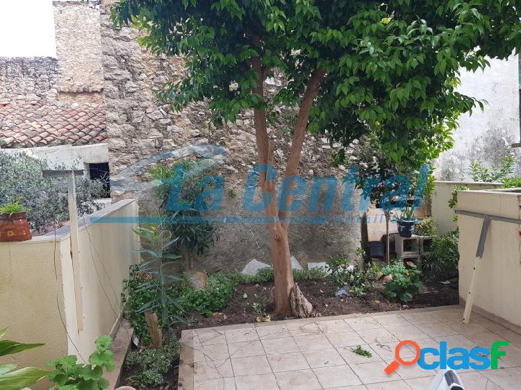 En la Sénia un dúplex en venta con patio