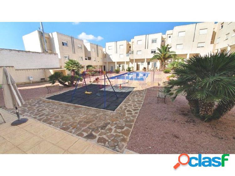 Casa adosada con piscina comunitaria y terraza solarium. hondón de los frailes. precio 75.000 euros