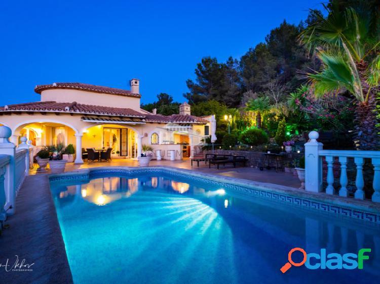 Villa de estilo mediterráneo con vistas al mar en venta en la sella golf, dénia