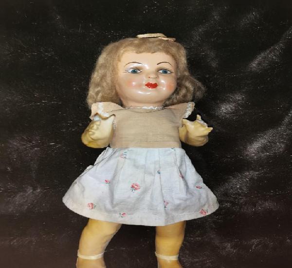 Muñeca de cartón piedra. original de época, años 40-50