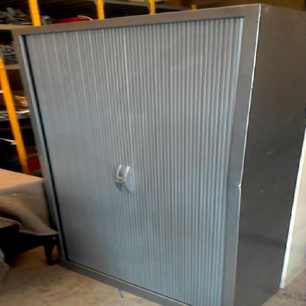 Compre la oportunidad de armario. metal gris
