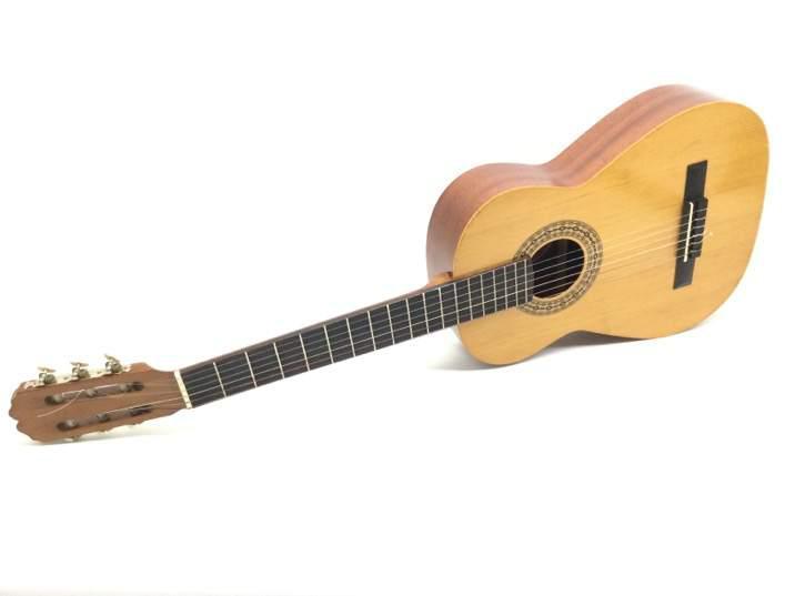 Guitarra clasica admira ritmo t-1