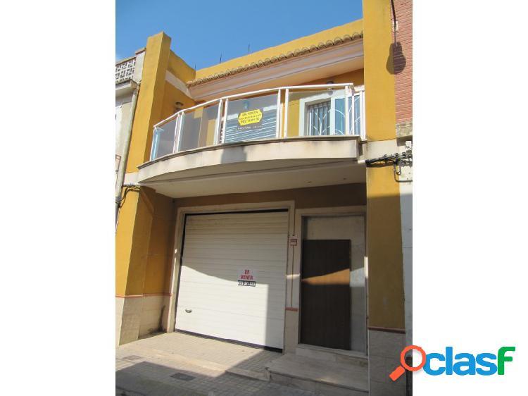 Casa adosada de 3 dormitorios y 3 baños en la localidad de polinyà de xúquer (valencia)