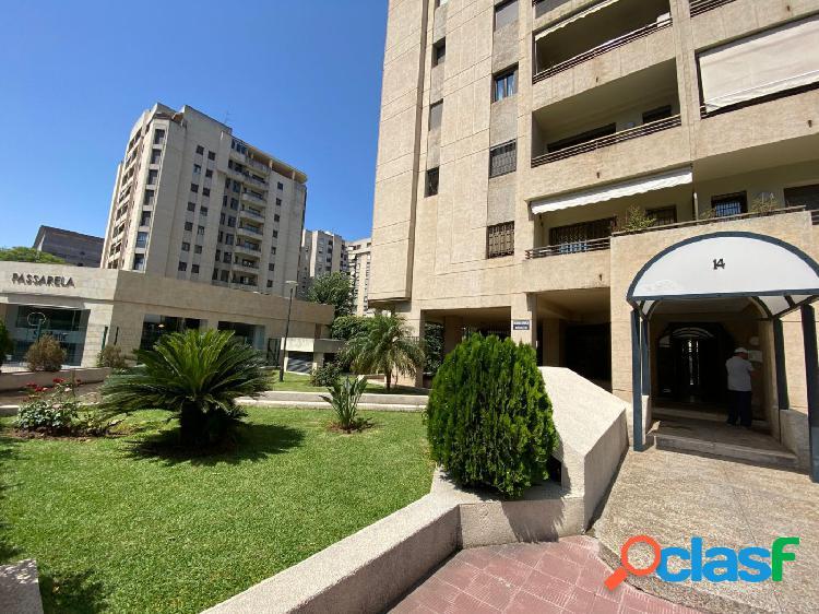 URBIS: Piso de 2 dormitorios y 2 baños en urbanización privada con amplias zonas comunes en Nervión 2