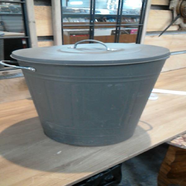 Compre la oportunidad de cubo de la basura metal gris