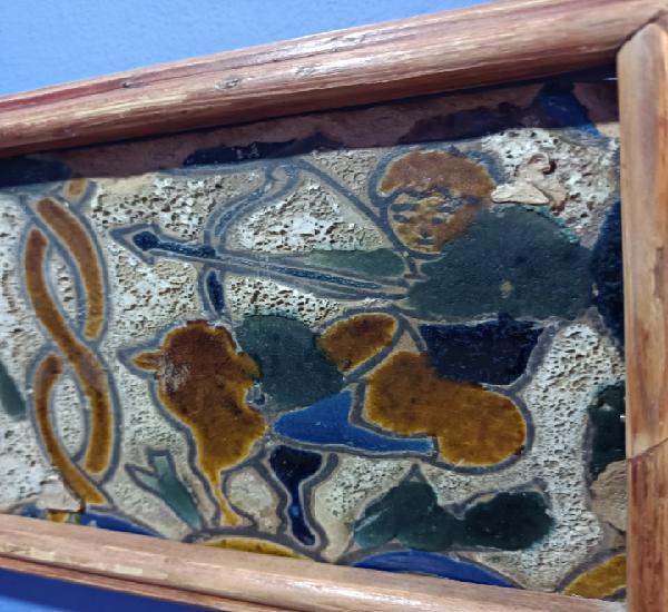Bonito e inusual azulejo triana. posiblemente siglo xviii.