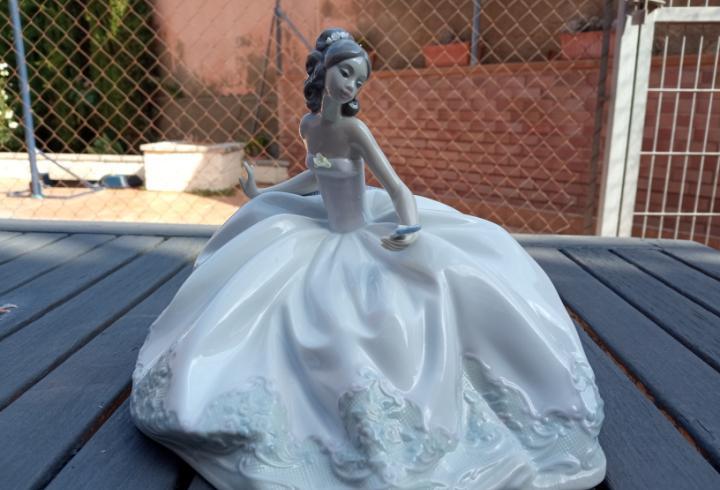Figura novia en porcelana numerada de lladro