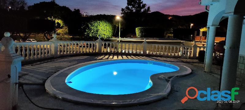 Alquilo chalet con piscina en agosto