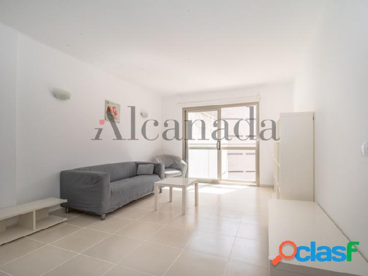 Visite este apartamento en el carazon de port d'alcudia, con imobiliaria alcanada
