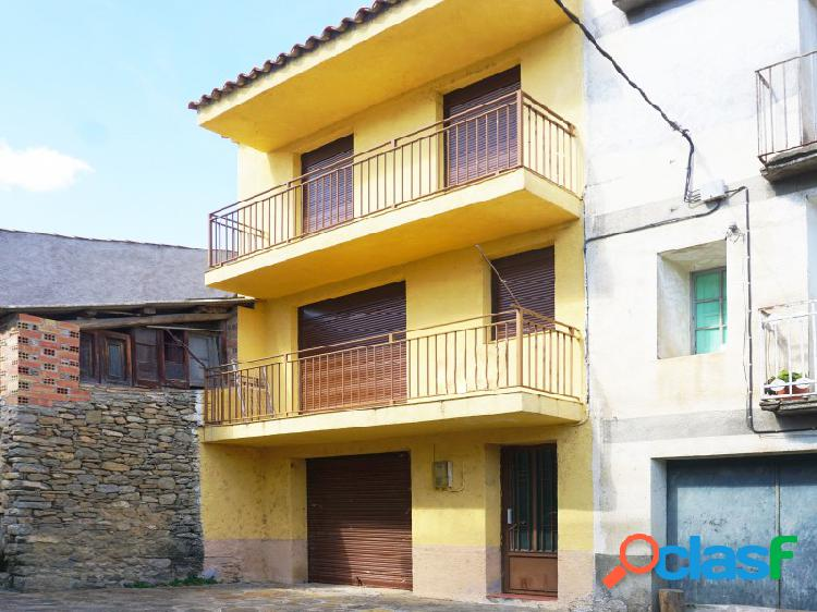 Preciosa casa de pueblo rehabilitada en Pont de Montañana con jardín