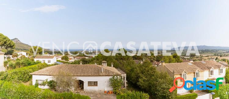 Casa en venta en Torre Vella con fantásticas vistas y piscina 1