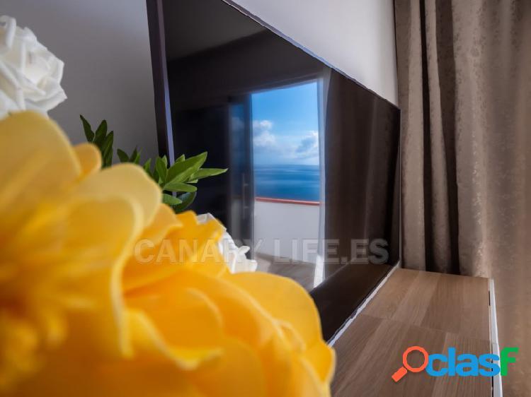Maravilloso apartamento de dos habitaciones en primera linea, con vistas al mar.