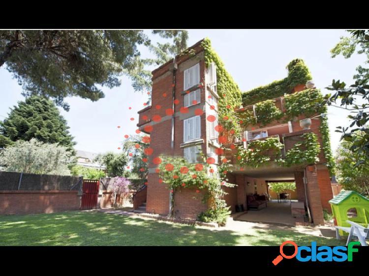 Casa unifamiliar de 345 m2 en parcela de 480 m2,
