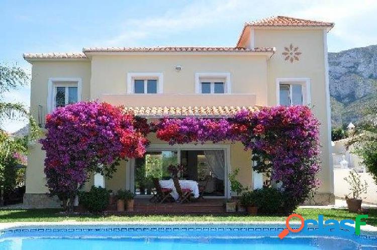 Villa de estilo mediterráneo a 5 minutos del centro y playa de arena en denia