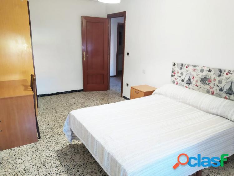 Urbis te ofrece un piso en alquiler en zona Garrido Sur, Salamanca. 3