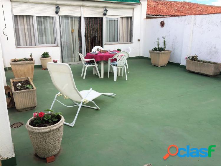 Confortable casa con patio y bodega