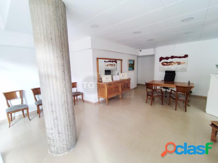Local comercial amplio apta por actividades de despacho, oficina, inmobiliaria, centro terapias en sant antoni calonge
