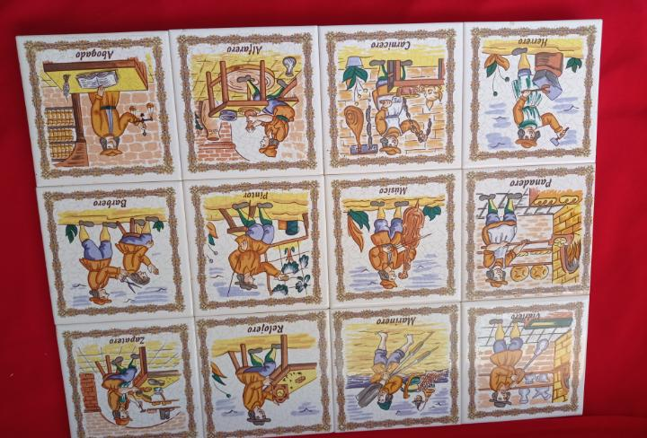 Conjunto de 12 baldosas o azulejos de antiguos oficios.