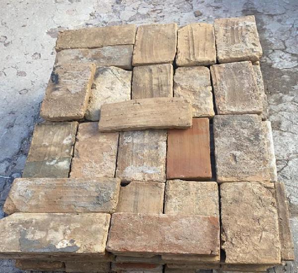 Ladrillos macizos rusticos antiguos 125 uds. de 28 x 14 cms.
