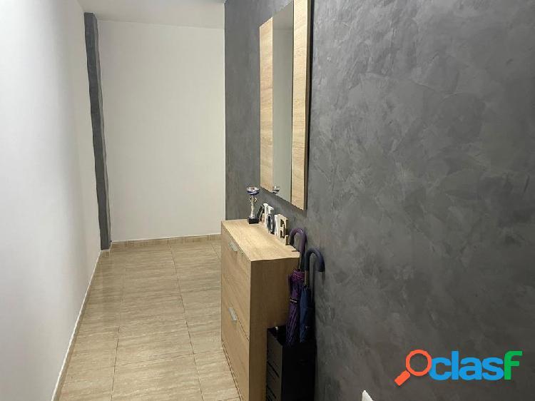 Magnífico piso situado en una primera planta con ascensor y con trastero incluido en el precio !!!!