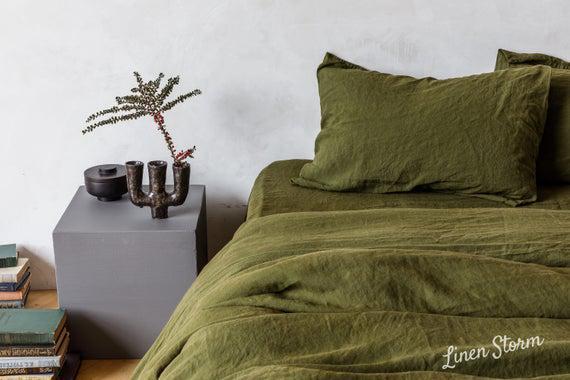 Hoja de lino en color verde oliva. sábana plana, sábana