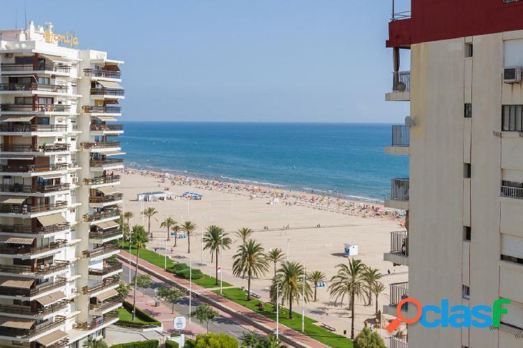 Disfruta de vistas despejadas al mar en un residencial ideal para los niños