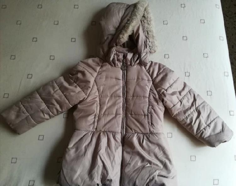 Abrigo color beige para niña